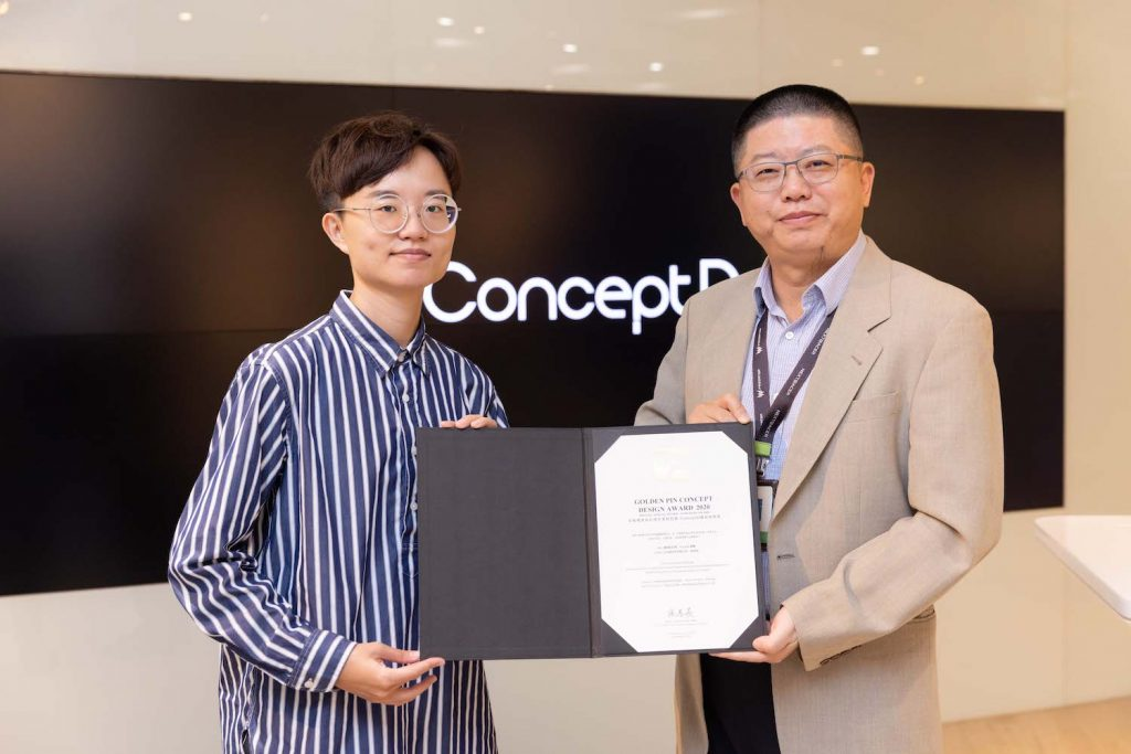 The Fist Font designer (the left) and Acer COO of Taiwan Operations (PAP RO) Samuel Chang.