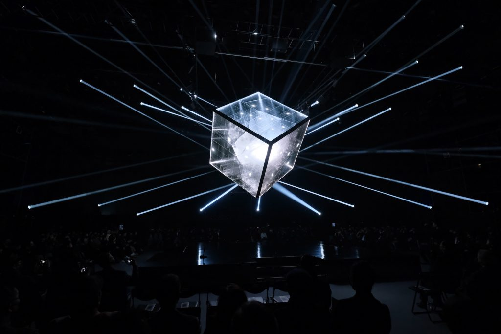 A stunning performance that immersed the audience in an impressive amalgam of visual impact, sound and light design, and interactive tec